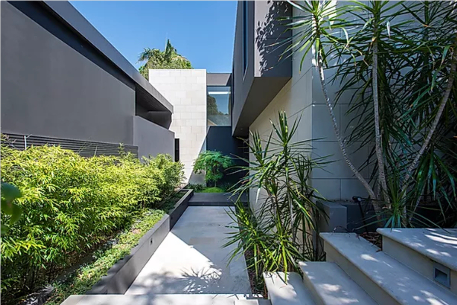 Hunters Hill Project - New Waterfront House  - enclosed entry courtyard